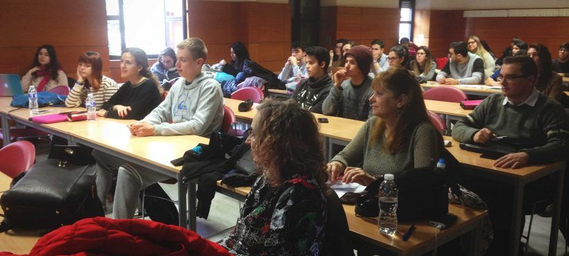 UC3M students learn about volunteer opportunities at Colega Getafe